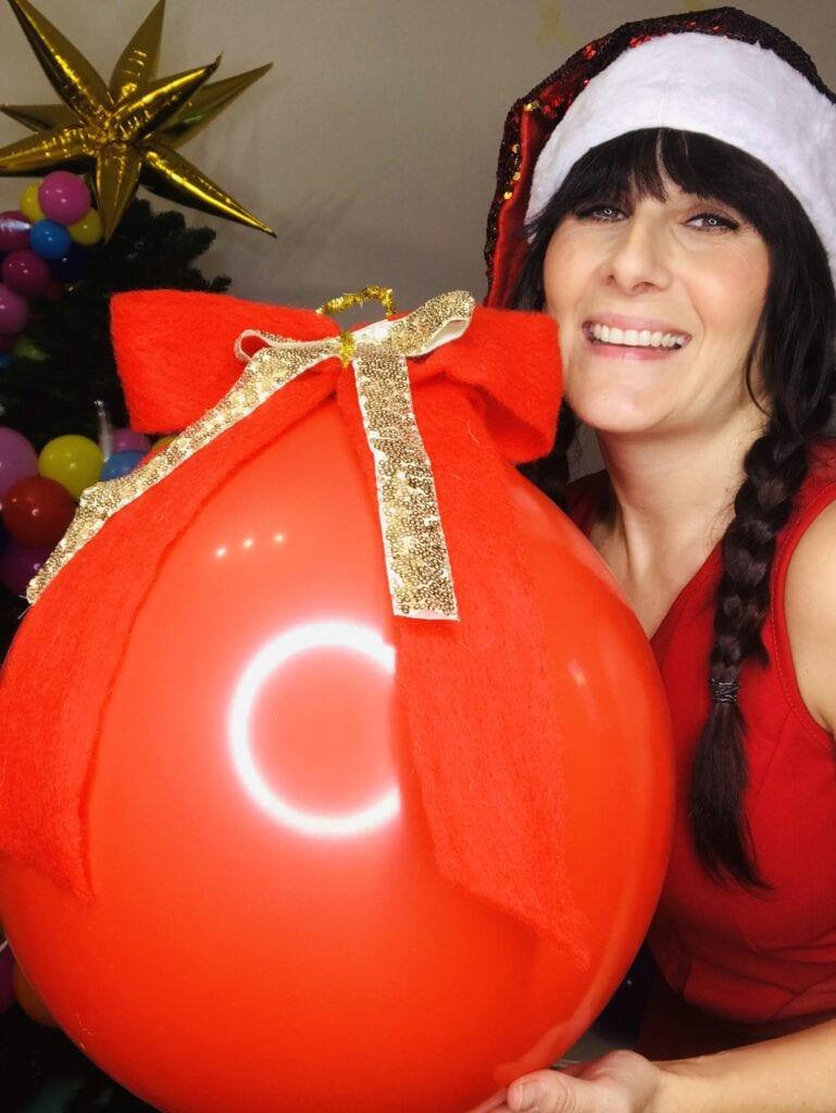 come fare una palla di Natale coi palloncini